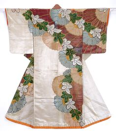 Kosode with design of chrysanthemums in kanoko shibori dyeing and embroidery on white plain-weave silk  Early Edo Period  Matsuzakaya Kimono Museum