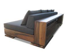 Если тебе нравятся минимализм, эко-дизайн и восточный стиль, то простая кушетка из массива дерева станет любимым предметом мебели в твоем доме.