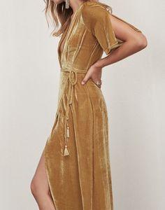 Reformation // Cocktail // Bordeaux Dress - this silk velvet is divine Look Fashion, Fashion Beauty, Autumn Fashion, Womens Fashion, Looks Style, Looks Cool, Vestidos Zara, Party Looks, Mode Inspiration