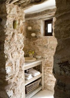 35 Excellent Raw Stone Bathroom Design Ideas : 35 Excellent Raw Stone Bathroom Design Ideas With Stone Wall And Wooden Washbasin And Towel B. Natural Stone Bathroom, House In Nature, Shabby Home, Shabby Chic, Chic Bathrooms, Bathroom Modern, Earthy Bathroom, Nature Bathroom, Small Bathroom