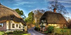 If you're planning a trip to England for your next vacation, be sure to visit the Cotswolds—breathtakingly beautiful countryside with lots to see and do. Thatched House, Thatched Roof, Country Cottage Interiors, Cottage Design, Cabin Homes, Cottage Homes, Cottage Gardens, Small Cottages, Country Cottages