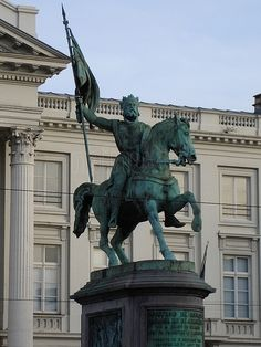 GODOFREDO DE BOUILLON. Caballero de la primera Cruzada, creador del Reino de Jerusalén (Baisy, Brabante, h. 1061 - Jerusalén, 1100).