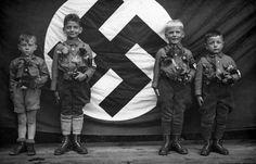 Miembros de las Juventudes Hitlerianas en 1935. La educación en el nazismo empezaba a una edad muy temprana.