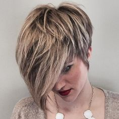 "The short cut called ""pixie cut"" is more and more popular among people and the street. To know everything about this trendy haircut, we asked Patrick Lagré, artistic director of the Toni & Guy hair salons . Medium Short Hair, Short Hair Cuts, Short Hair Styles, Cute Hairstyles For Short Hair, Cool Haircuts, Langer Pony, Frosted Hair, Balayage Hair Blonde, Balayage Highlights"
