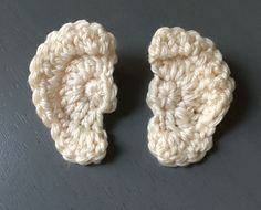 Old Bay Crochet: Free Crochet Human Ear pattern (stitch them on a hat).Lovely, written tutorial on how to crochet an ear. This ear does belong to a human. The tutorial explains how to crochet an ear for both the left and right side of the head. Crochet Eyes, Crochet Stitches, Crochet Baby, Free Crochet, Hat Crochet, Crochet Doll Pattern, Crochet Dolls, Crochet Patterns, Amigurumi Patterns