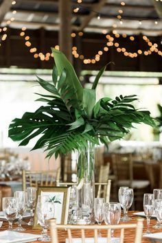 Tropical Wedding Centerpiece by Kelly's Wedding Flowers, Tropical Paradise Cove Wedding, Photo: SO Photography, Orange Blossom Bride, Orlando Wedding, www.orangeblossombride.com