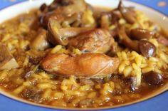 Arroz meloso de pollo y conejo con setas y ajos tiernos