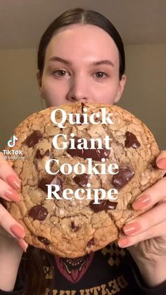Giant Cookie Recipes, Giant Cookies, Homemade Desserts, Delicious Desserts, Dessert Recipes, Yummy Food, Easy Baking Recipes, Chocolate Chip Recipes, Food Cravings