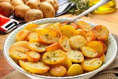 You Cannot Lose With These Oven-Roasted Potatoes! - Page 2 of 2 - Recipe Patch Garlic Roasted Potatoes, Roasted Potato Recipes, Vegetable Dishes, Vegetable Recipes, Recipe Patch, Greek Potatoes, Potato Dishes, The Best, Good Food