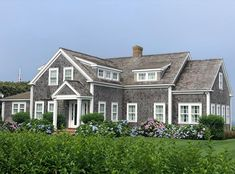 The charm of Nantucket part 2 - The Enchanted Home New England Cottage, England Houses, New England Homes, Nantucket Style Homes, Nantucket Cottage, Nantucket Beach, Nantucket Island, Coastal Cottage, Coastal Style