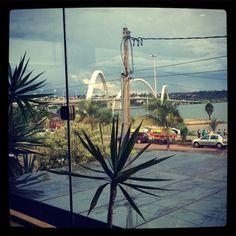flaviakitty:  Adoro essa vista da Ponte JK #brasilia #minhacidade (em Gazebo Restaurante)