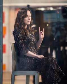 5a45d9844 Dakota Johnson behind the scenes at the tonight show - 01.02.17 50 Tons
