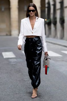 The best street-style moments from Paris Fashion Week Fashion 2020, Look Fashion, Daily Fashion, Paris Fashion, Fashion Weeks, High Fashion Outfits, Tokyo Fashion, Fashion Trends, Looks Street Style