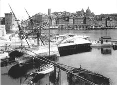 Marseille, le Vieux Port vers 1900, d'Albert Harlingue / Roger-Viollet.