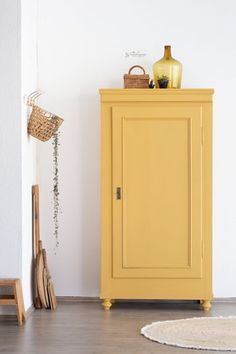 Yellow Painted Furniture, Paint Furniture, Furniture Makeover, Home Furniture, Shabby Chic Buffet, Shabby Chic Salon, Diy Interior, Interior Decorating, Interior Design