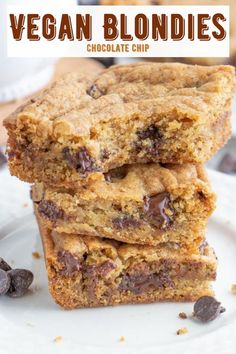 Easy and delicious vegan blondies with dairy-free chocolate chips! So rich, chewy and fluffy with a vanilla and brown sugar base! #veganblondies #vegandesserts #veganbaking Vegan Blondies, Best Vegan Brownies, Chocolate Chip Blondies, Chocolate Muffins, Healthy Vegan Desserts, Vegan Dessert Recipes, Vegan Treats, Delicious Vegan Recipes, Vegan Food
