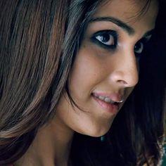 Beautiful Bollywood Actress, Beautiful Actresses, Hot Actresses, Indian Actresses, Broken Heart Wallpaper, Pretty Nose, Genelia D'souza, Body Proportions, Indian Beauty Saree
