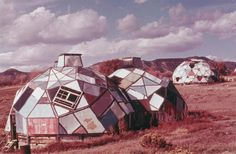 Geodesic domes at Drop City, Colorado Space Architecture, Architecture Student, Geodesic Dome Homes, Round Building, Fourth World, Dome House, Earthship, Modern Boho, Little Houses