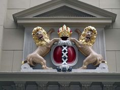 The arms of the Dutch city of Amsterdam. (Photo: Tim/flickr)