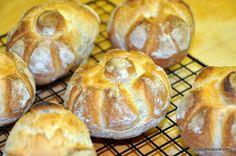 Video recipe for Rosetta bread rolls