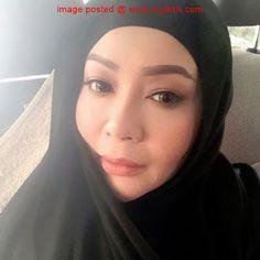 """""""LATIH DIRI SETIAP JUMAAT SEBELUM BERHIJAB PENUH"""" - IFA RAZIAH   Sejak empat bulan lalu artis serba boleh Ifa Raziah berkata yang beliau sudah mengenakan hijab setiap hari Jumaat. Kata Ifa atau nama sebenarnya Saripah Raziah Mustapha 41 ia merupakan salah satu cara dia melatih diri sebelum berhijab penuh. """"Ramai orang tak tahu sebenarnya sebelum orang nampak saya berhijab di salah satu majlis di Kelantan tempoh lalu saya dah mula berhijab sejak empat bulan lalu. Namun saya hanya bertudung…"""