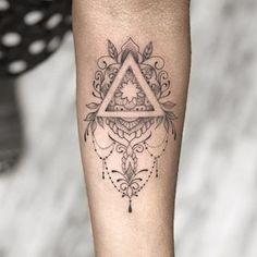 Primeira tatuagem da Andressa! Só não vicia em tatuagem, quando a primeira é mal feita (as vezes, mesmo assim, vicia também!) ❤️