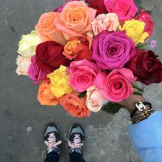 Ramo de novia con rosas de colores brillantes, by Mercedes Courreges Ambientaciones