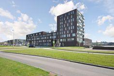 Oudelandselaan Verrassende maisonnette in het centrum van Berkel en Rodenrijs: een betere omschrijving is wellicht een 'eengezinswoning' op de 2e verdieping met 130m² + woonoppervlak, met twee terrassen, een eigen parkeerplaats en fietsenberging.  Dit huis biedt