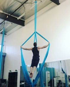 "346 Likes, 8 Comments - Brett Womack & Rachel Bowman (@womackandbowman) on Instagram: ""Want to learn this sequence?! ☝️ This is one of dozens of tricks in our online aerial silks…"""