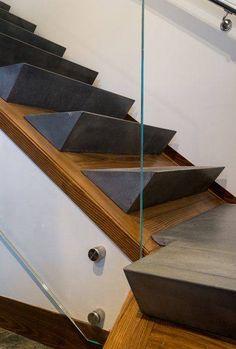 Modern home with Staircase, Glass, and Concrete Tread. Photo 32 of Taphouse Modernes Haus mit Treppenhaus, Glas und konkretem Schritt. Stair Handrail, Staircase Railings, Stairways, Staircase Glass, Staircase Ideas, Spiral Staircases, Interior Stairs, Home Interior Design, Interior Architecture