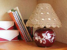 DIY crochet lampshade cozy, free pattern/ Hazlo tú mismo, funda para lámpara, patrón gratis. ✿⊱╮Teresa Restegui http://www.pinterest.com/teretegui/✿⊱╮