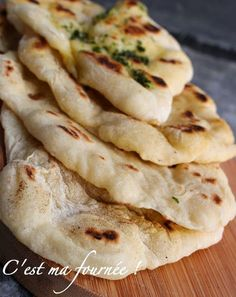 Naans (This is my batch! Indian Food Recipes, Asian Recipes, Vegetarian Recipes, Healthy Dinner Recipes, Love Food, A Food, Food And Drink, Kitchen Aid Recipes, Cooking Recipes