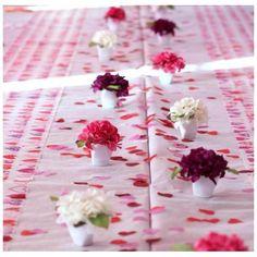 #bonplan #mariage #baptême -25% Chemin de table coeurs http://www.baiskadreams.com/1668-chemin-de-table-coeurs-fuschia-intisse-blanc.html… #shopping #wedding