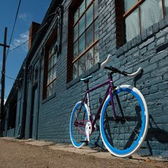 Custom Big Shot Fixie Bike - Design your own color combinations on a single speed bicycle for urban riding! Fixed Gear Bike, Bike Run, Speed Bike, Specialized Bikes, Cruiser Bicycle, Buy Bike, Bicycle Maintenance, Cool Bike Accessories, Bikes For Sale