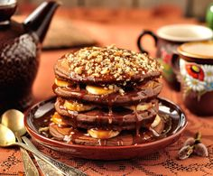 This chocolate pancake recipe that will have your wishing for a long lazy Sunday morning. Chocolate Caramel Banana Pancakes Recipe from Grandmothers Kitchen. Chocolate Pancakes, Chocolate Topping, Breakfast Pancakes, Breakfast Dishes, Breakfast Dessert, Potato Pancakes, Banana Protein Pancakes, Savoury Cake, Sweet Recipes