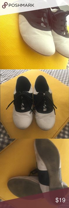 Urban Outfitters Black/White saddle shoes. Sz 7.5 Urban Outfitters Black/White saddle shoes. Sz 7.5 Urban Outfitters Shoes