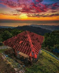 Hotels-live.com/pages/sejours-pas-chers - Penang Hill Photo by @evaaayap #awesomedreamplaces Hotels-live.com via https://www.instagram.com/p/BF0ncgpFNmS/