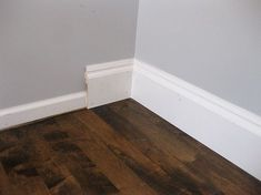 RapidFit molding - pretty snazzy way to upgrade your baseboards - Easy Diy Home Decor Baseboard Styles, Baseboard Trim, Baseboards, Baseboard Ideas, Bathroom Baseboard, Wainscoting Ideas, Home Upgrades, Home Renovation, Home Remodeling