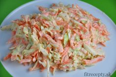 Odľahčený, zdravý coleslaw šalát s mrkvou, kapustou, cibuľoua jogurtom Salad Recipes, Diet Recipes, Cooking Recipes, Healthy Recipes, Coleslaw Salat, No Salt Recipes, Clean Recipes, Bon Appetit, Cabbage