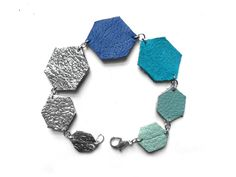 Leather jewels bracelet in shades of blue and silver.