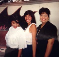 Selena & Suzette Selena Quintanilla Perez, Suzette Quintanilla, Selena And Chris, Selena Selena, Selena Mexican, Stevie Nicks Young, Selena Pictures, Her Music, Beyonce