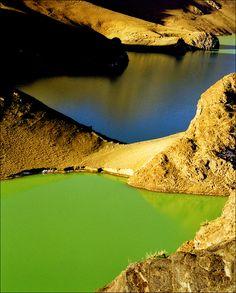 Yamdrok Tso (Turquoise) Lake
