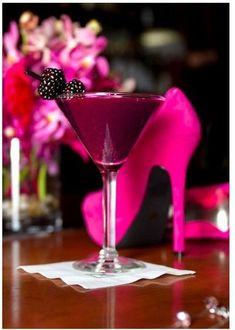 bRisTOL pALIN teevee: The 'Stiletto' Blackberry Martini.Using Vodka, Blackberries, Simple Syrup, Ginger Ale, And A Dash Of Lime Juice For Mine! Diet for skinny girls is better! Hot Pink, Pink Love, Pretty In Pink, Perfect Pink, Pink Black, Bright Pink, Martini Recipes, Cocktail Recipes, Drink Recipes