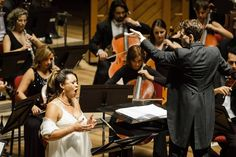 Lee Mills rege a OSB. Orquestra Sinfônica Brasileira. Foto: Cicero Rodrigues.