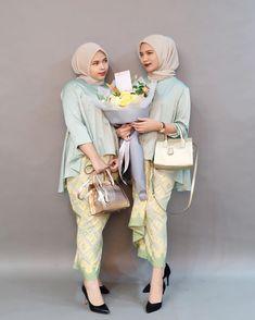 "441 Likes, 8 Comments - Rosa Abhal Anggini (@rosabhal) on Instagram: ""blouse olla + kain lilit by @abinaya.butik  Seon bag by @kian.id  Bouquet by @de.fleurjakarta"""