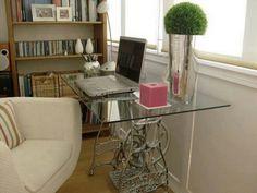 Desk/Old Sewing Machine Base/ Escritorio con una máquina de coser
