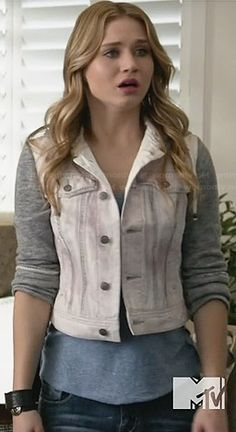 Amy's white hooded denim jacket with grey sleeves on Faking It.  Outfit Details: http://wornontv.net/32862/ #FakingIt