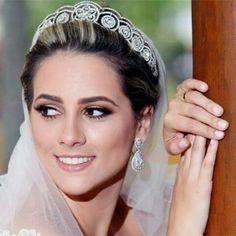 A noiva @repavesi delumbrante com os nosso mais novos brincos #mairabumachar #noivasmb #bride #bridecollection #noivas