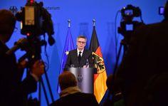 """Innenminister zum Anschlag in Berlin: """"Nicht der Tag, um über Folgen zu diskutieren"""" - SPIEGEL ONLINE - Politik"""