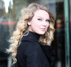 Taylor Swift Photos - Taylor Swift Out In New York City - Zimbio